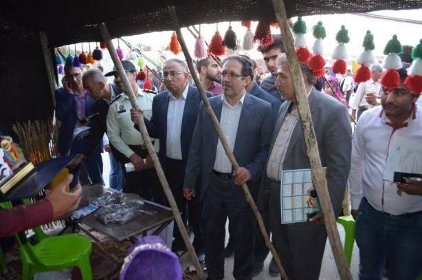 نمایشگاه صنایع دستی و غذاهای بومی محلی و بازدید مسئولان لارستان