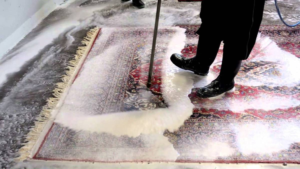 ۲۰۰ هزار تومان تخلف برای شستن ۱۰ متر فرش!