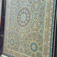 فرش ۷۰۰ شانه نگین مشهد هلال کد ۲۰۴۹ رنگ زمینه سرمه ای