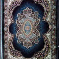 فرش ۷۰۰ شانه نگین مشهد هلال نقشه مهبد سرمه ای کد ۲۰۵۲