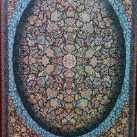 فرش ۷۰۰ شانه نگین مشهد هلال کد ۲۰۵۷ رنگ زمینه سرمه ای