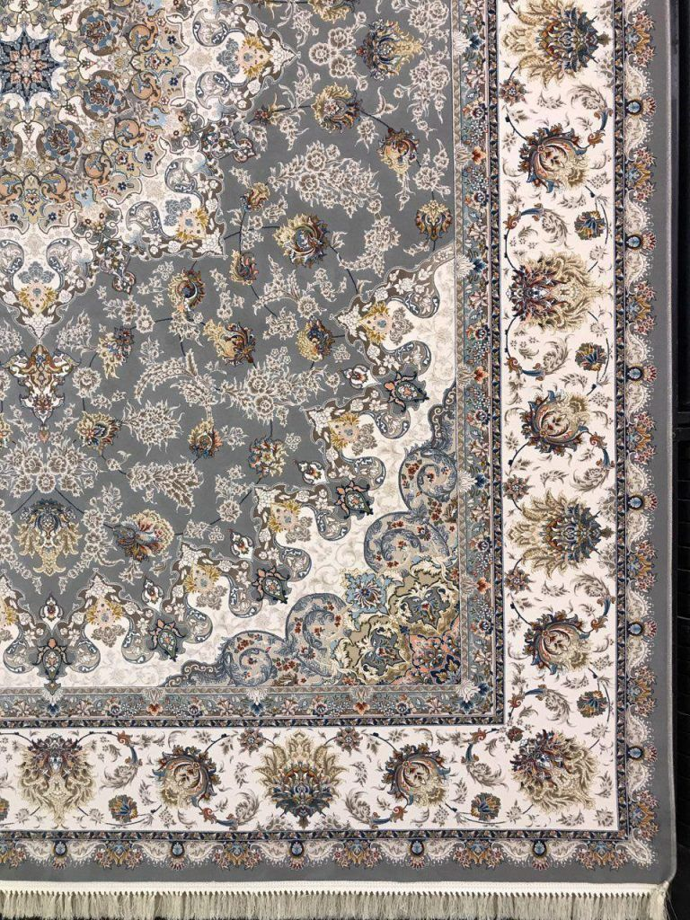 فرش 1200 شانه گل برجسته نقشه نائین زمینه نقره ای
