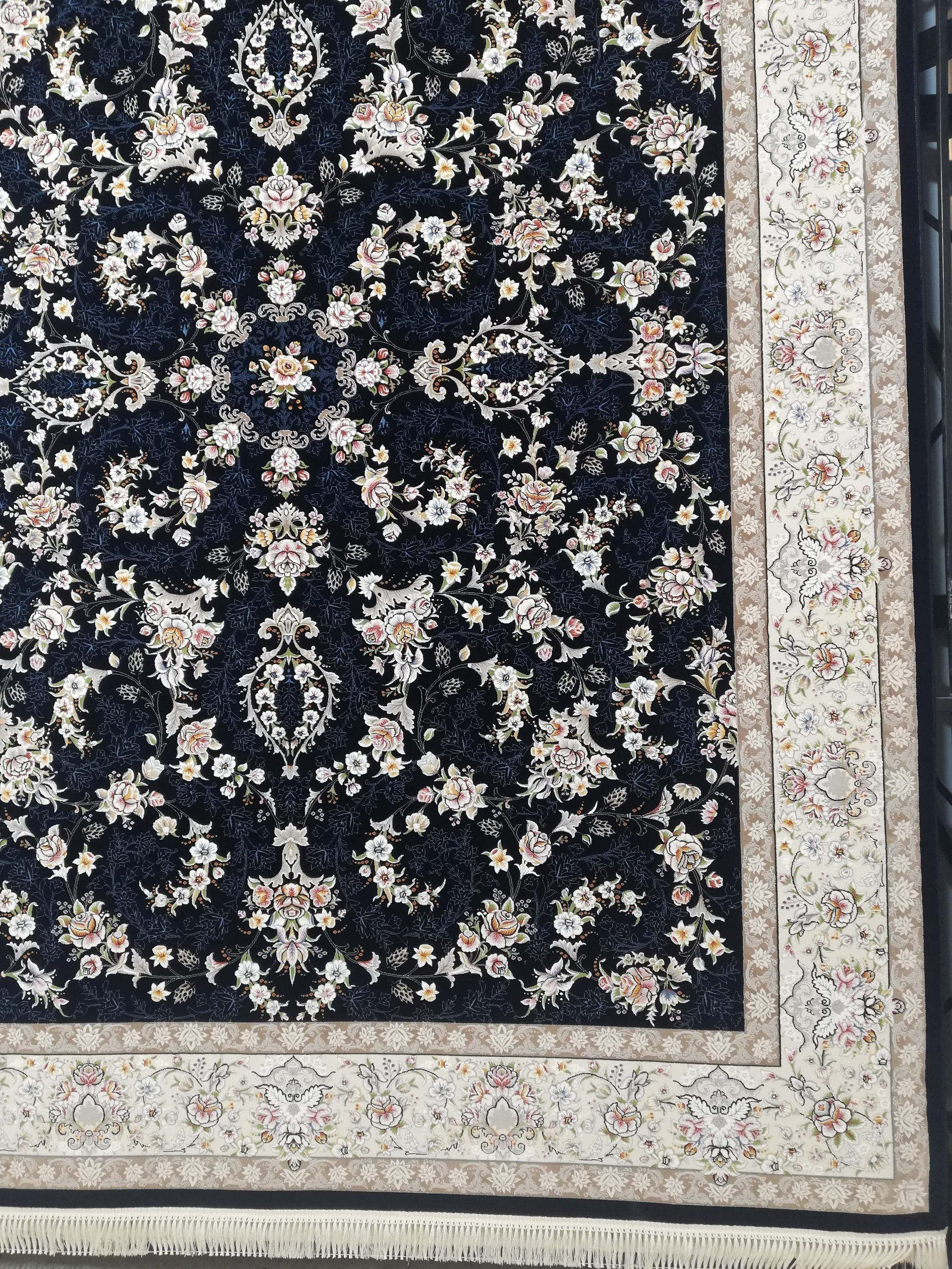 فرش 700 شانه گل برجسته نقشه آیناز زمینه سرمه ای