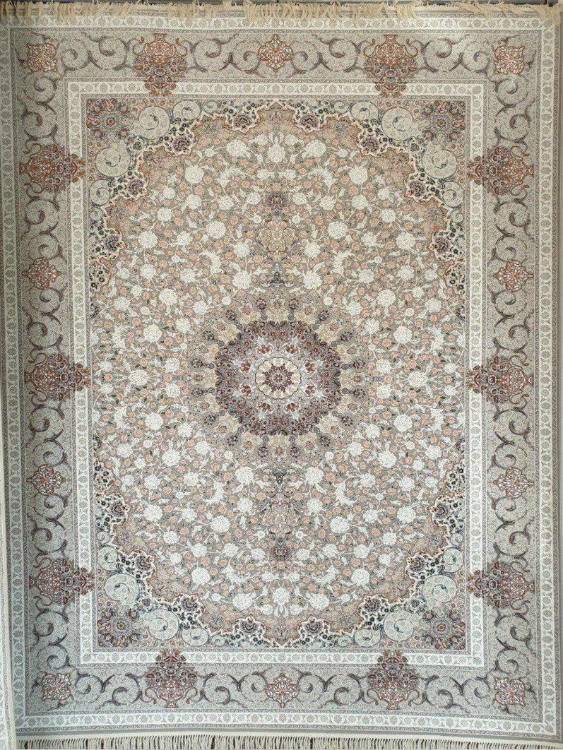 فرش 1200 شانه گل برجسته نقشه گلشید زمینه نقره ای