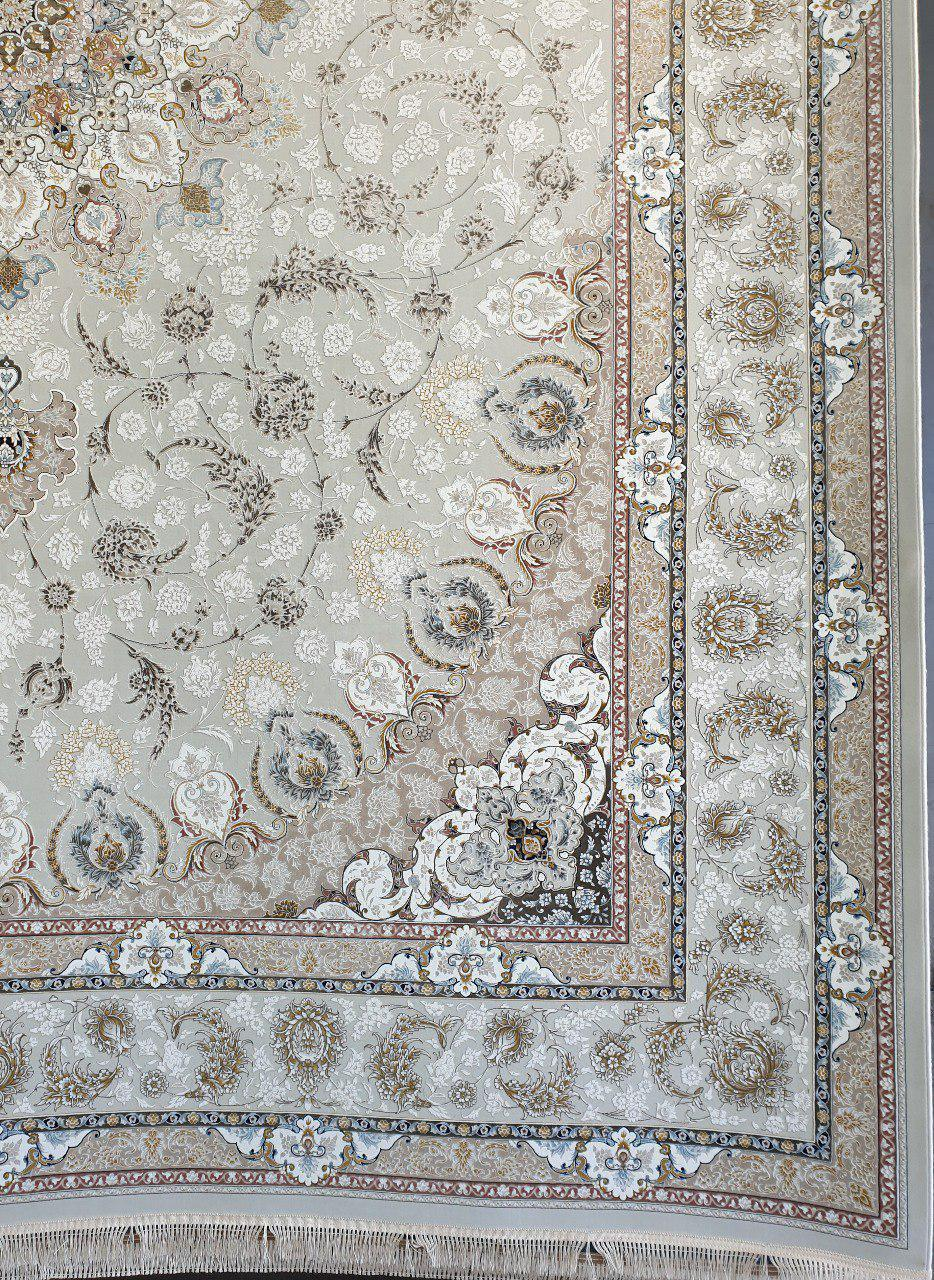 فرش 1500 شانه گل برجسته نقشه نایین زمینه کرم نقره ای