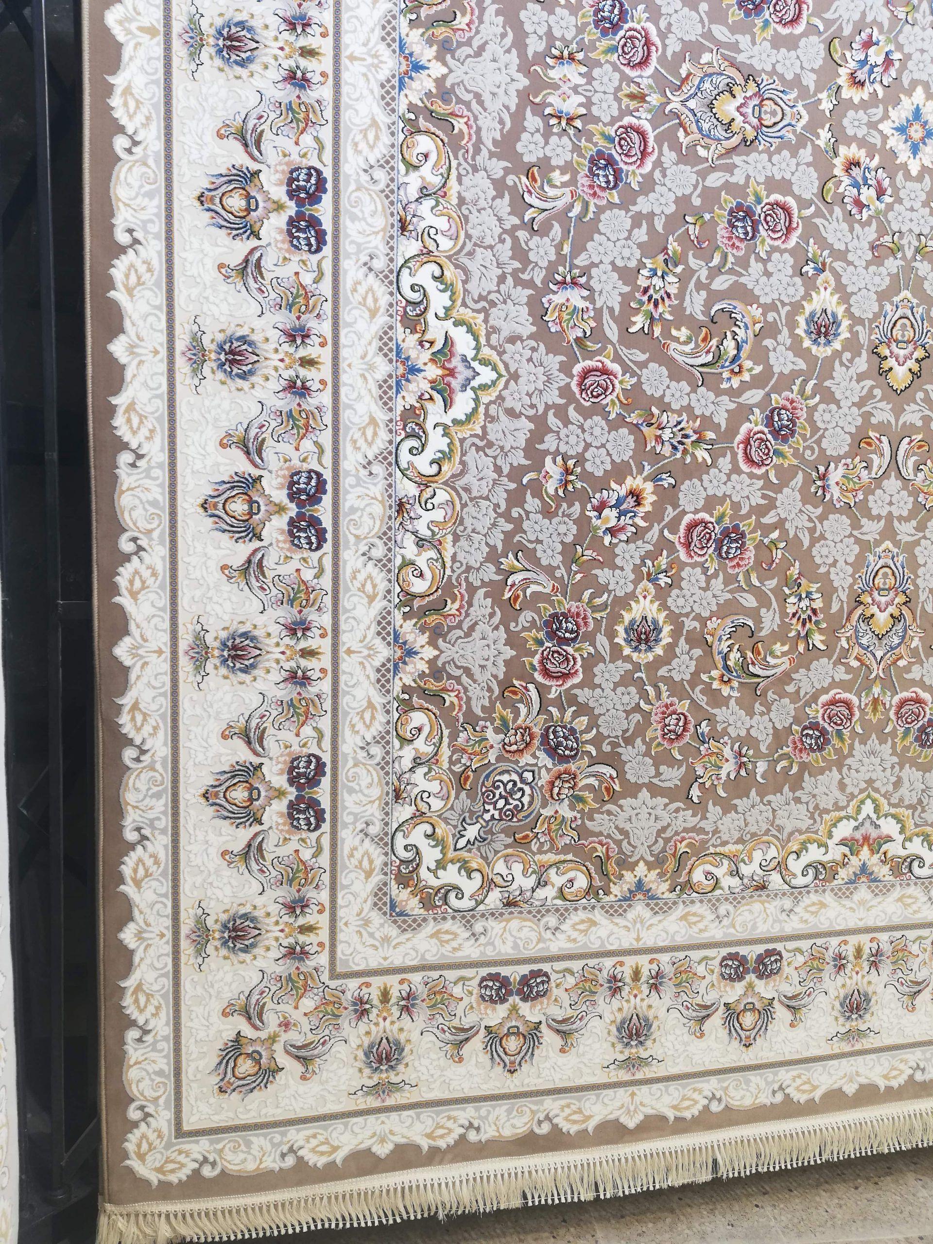 فرش 700 شانه گل برجسته نقشه افشان رژا زمینه نسکافه ای