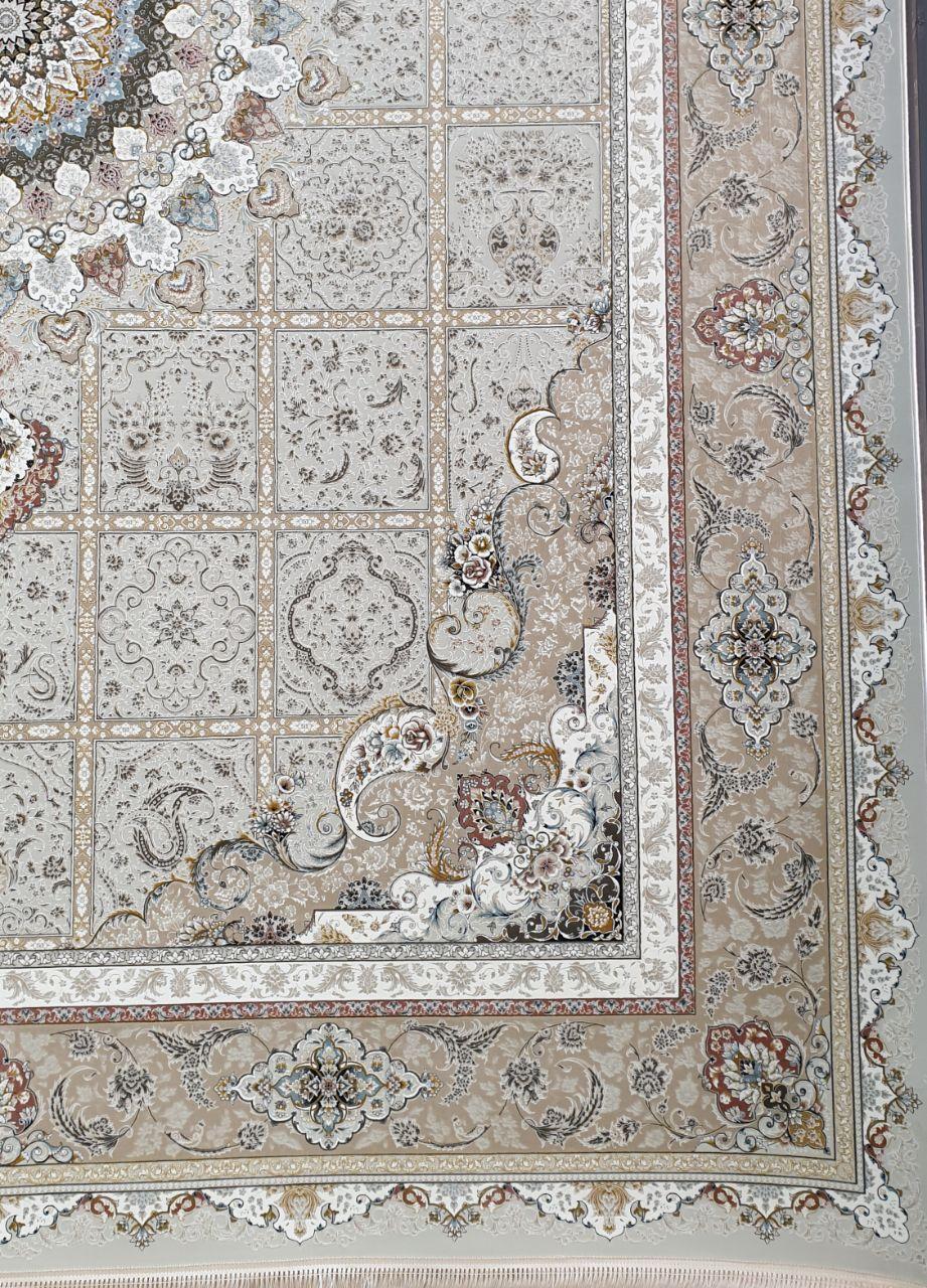 فرش 1500 شانه گل برجسته نقشه نازنین زمینه کرم نقره ای