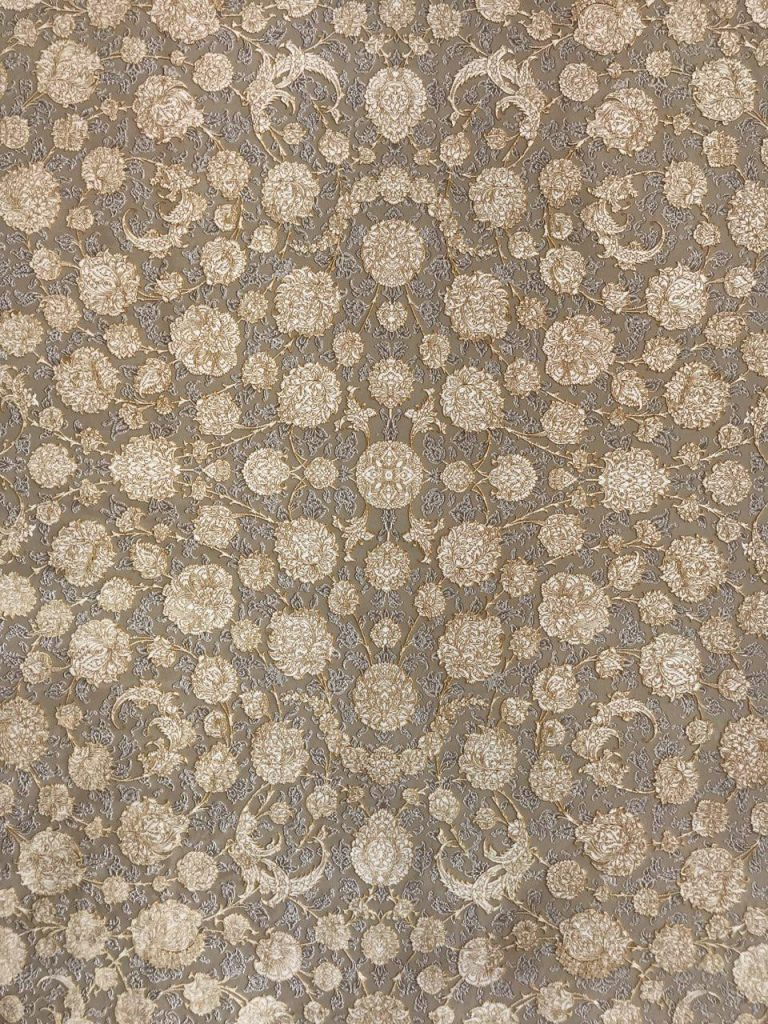 فرش 1200 شانه گل برجسته نقشه سناتور زمینه دلفینی طلایی