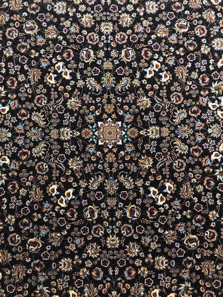 فرش 1000 شانه نقشه می گل زمینه سرمه ای