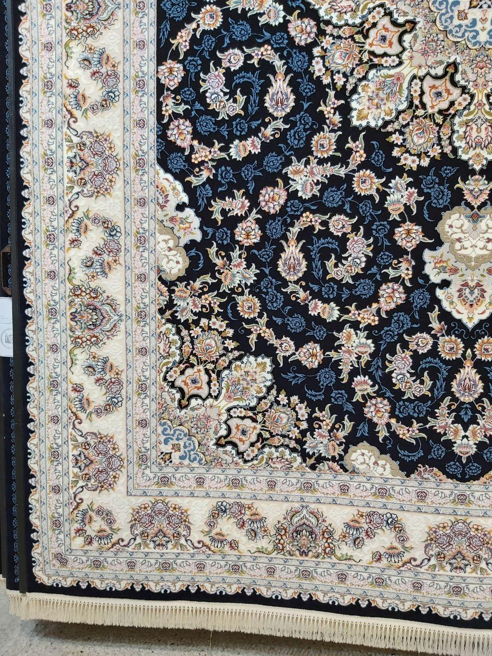 فرش 700 شانه گل برجسته نقشه طاها زمینه سرمه ای