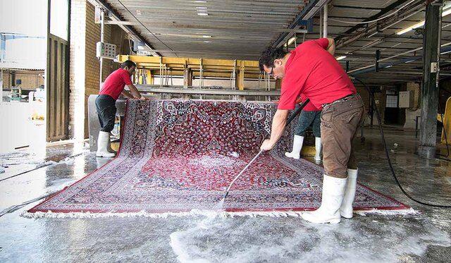 قیمت شست و شوی هر مترمربع فرش بین ۱۰ تا ۲۴ هزار تومان است