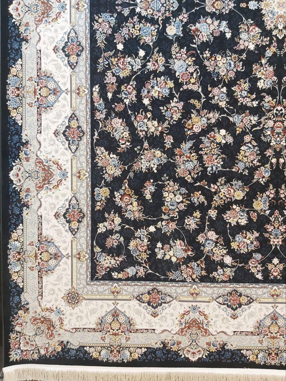 فرش 1500 شانه گل برجسته نقشه بهار زمینه ذغالی